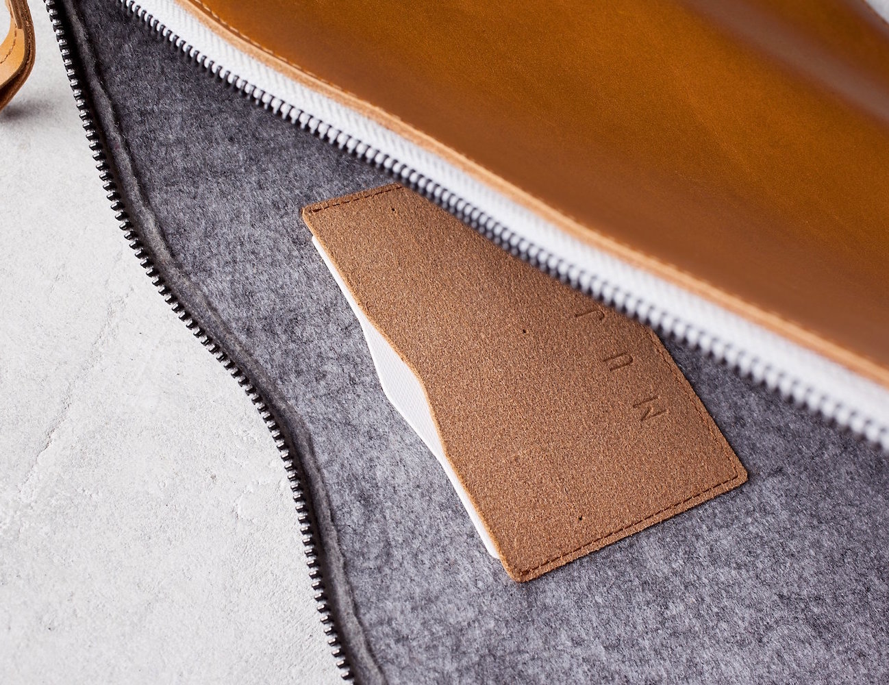 leather-macbook-folio-sleeve-by-mujjo-05