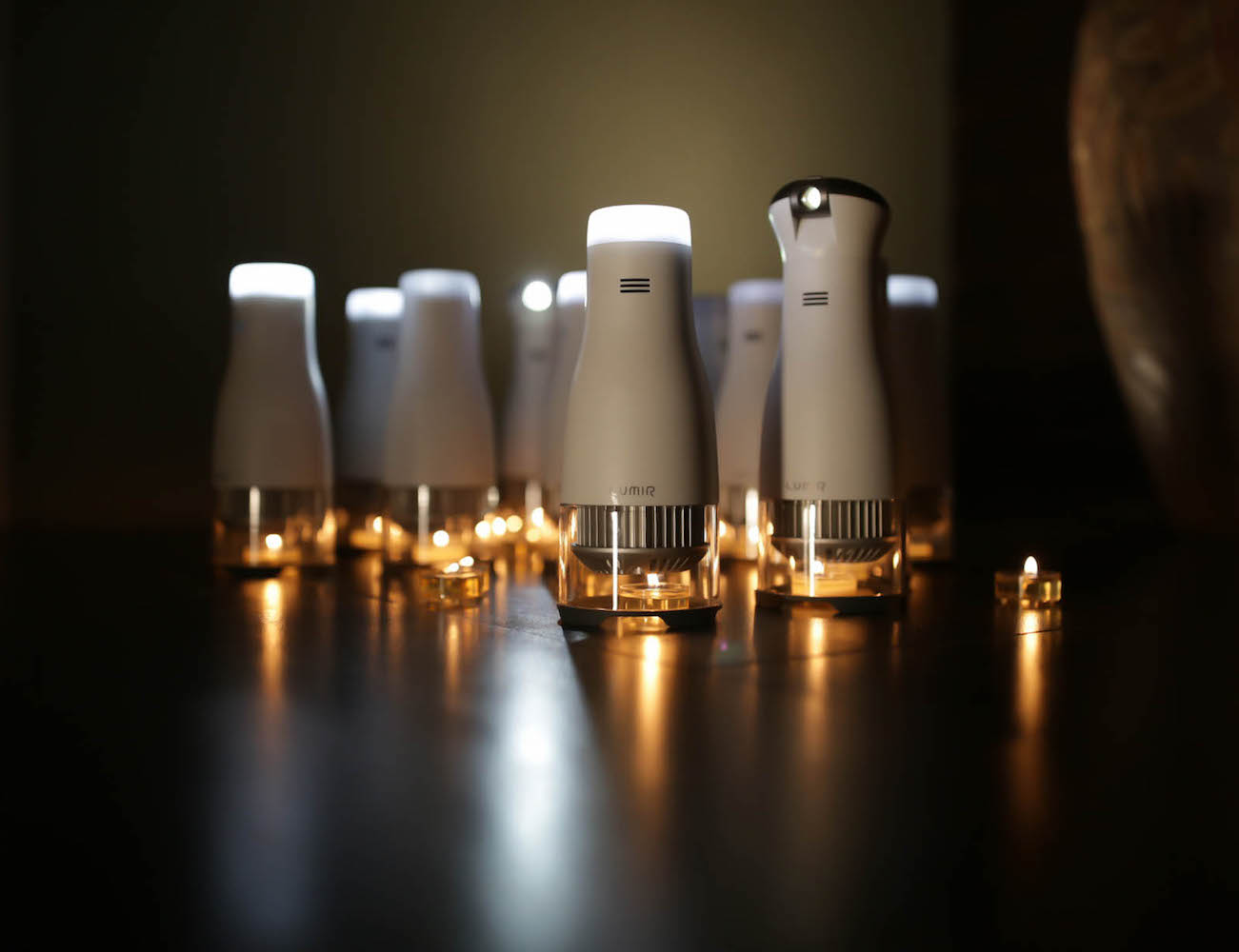 lumir-c-the-candle-powered-led-lamp-02