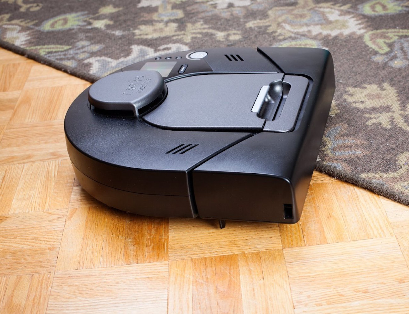 neato xv signature pro robot vacuum cleaner gadget flow. Black Bedroom Furniture Sets. Home Design Ideas