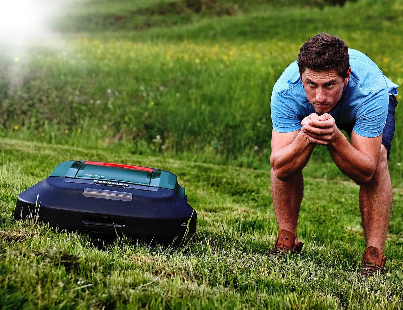 robomow robotic lawn mower gadget flow. Black Bedroom Furniture Sets. Home Design Ideas