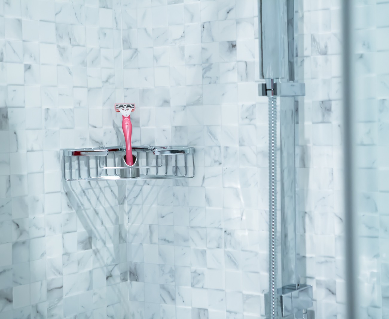 Solo 2 – The Razor Stand & Toothbrush Holder, Reinvented