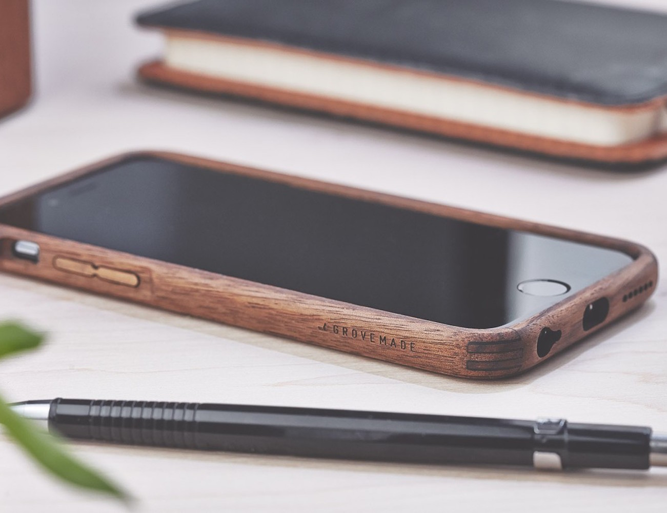 walnut-iphone-case-by-grovemade-02