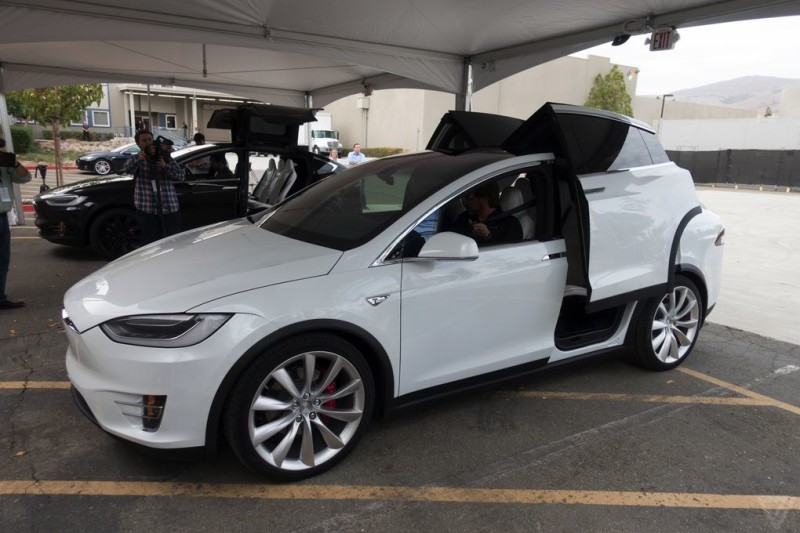 tesla-model-x-launch-023-2040.0