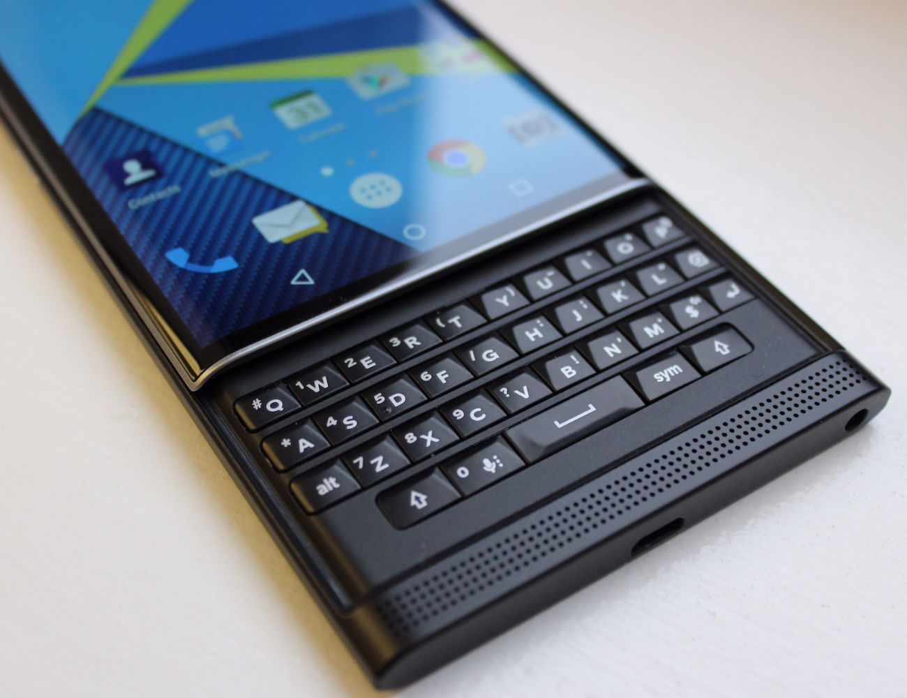 blackberry-priv-android-smartphone-02