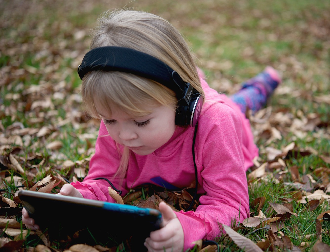 Chill Headphones for Kids – Small Heads, Safe Ears!