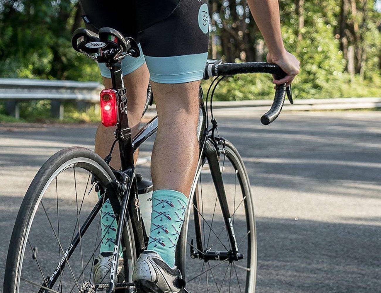 cycliq-fly-6-cycling-camera-and-rear-light-01