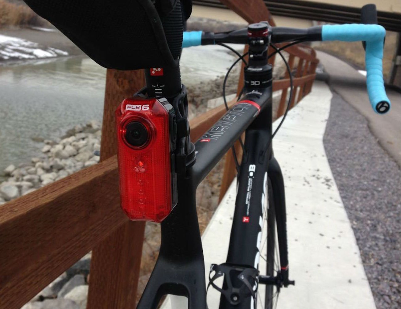 cycliq-fly-6-cycling-camera-and-rear-light-03