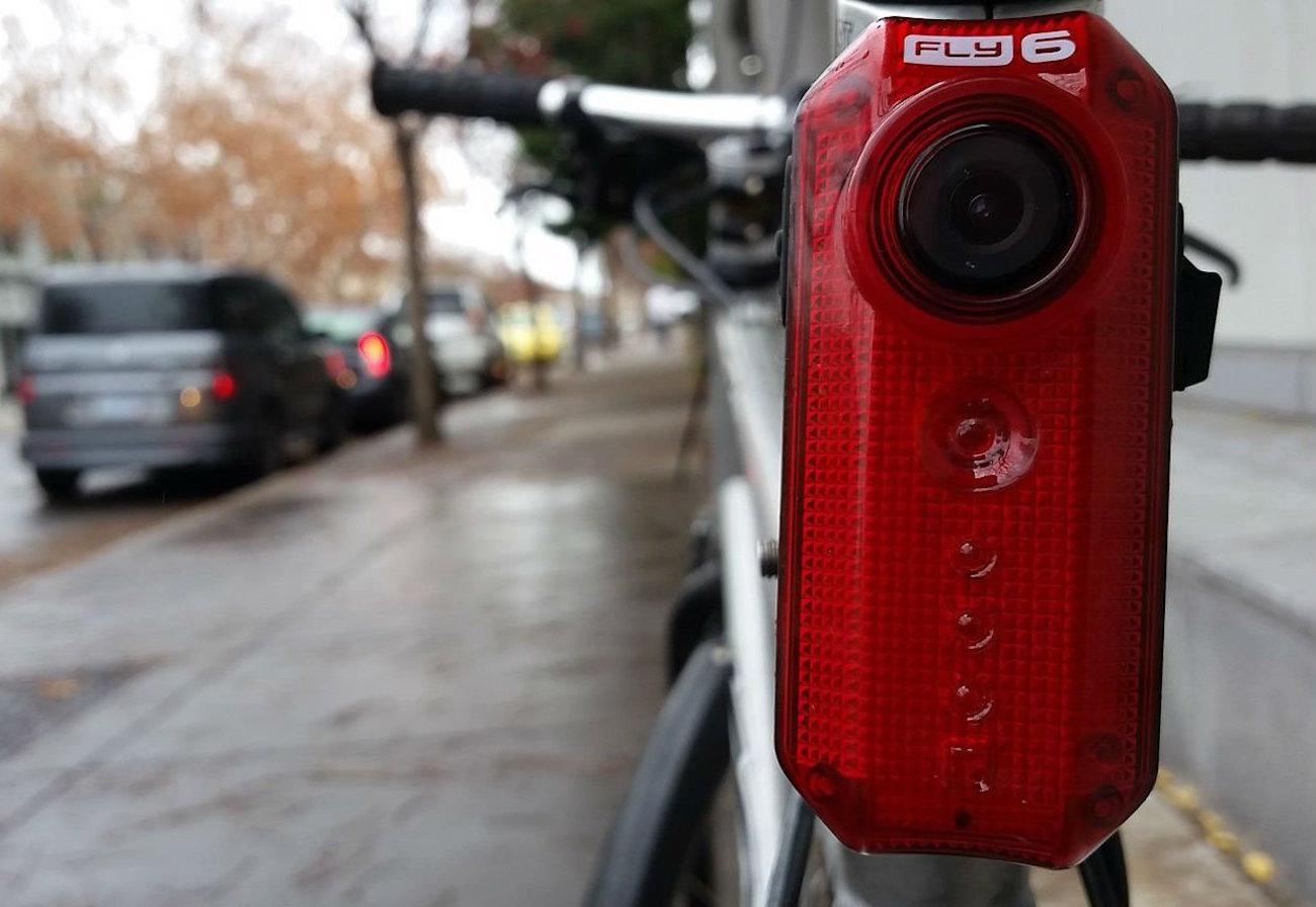 cycliq-fly-6-cycling-camera-and-rear-light-04
