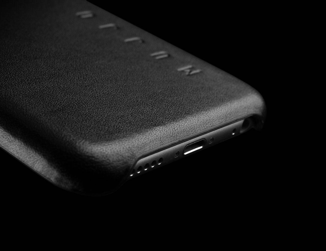leather-iphone-6s-and-6s-plus-case-by-mujjo-01