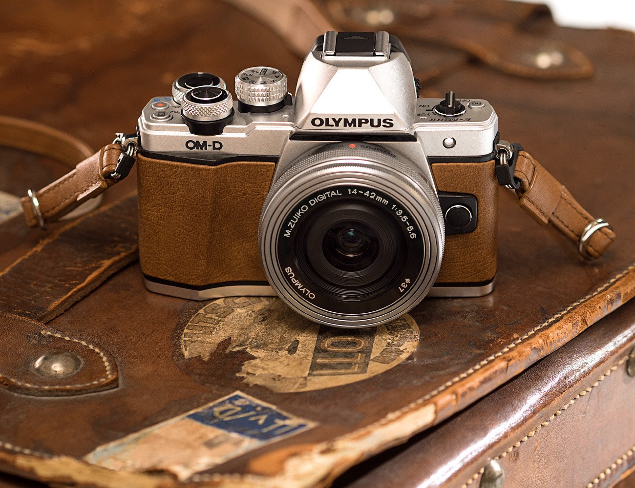 olympus-em10-mark-ii-limited-edition-camera-04
