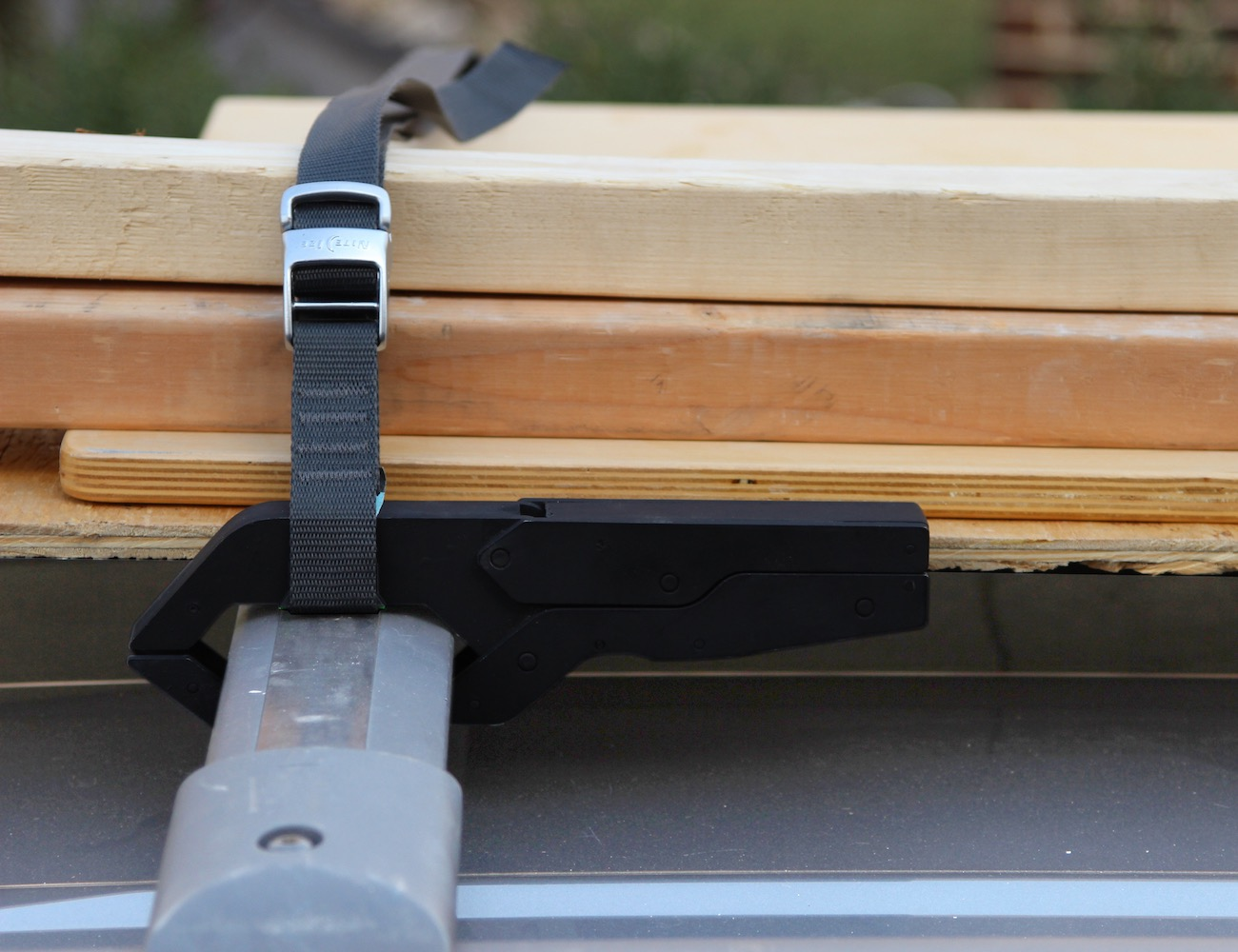 Grips – The Only Quick-Release Roof Rack System