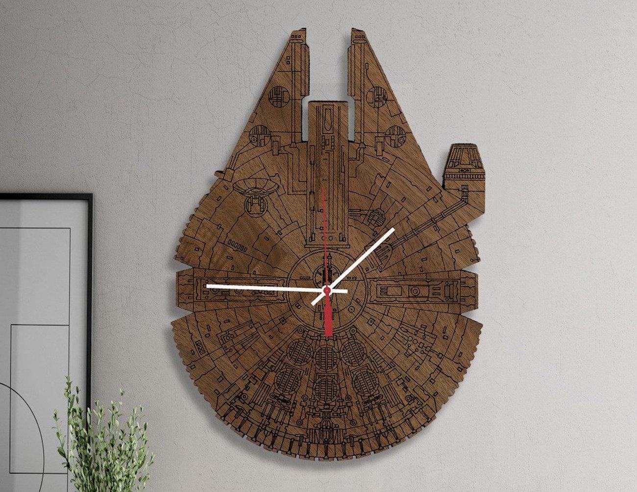 star wars millennium falcon wood wall clock review. Black Bedroom Furniture Sets. Home Design Ideas