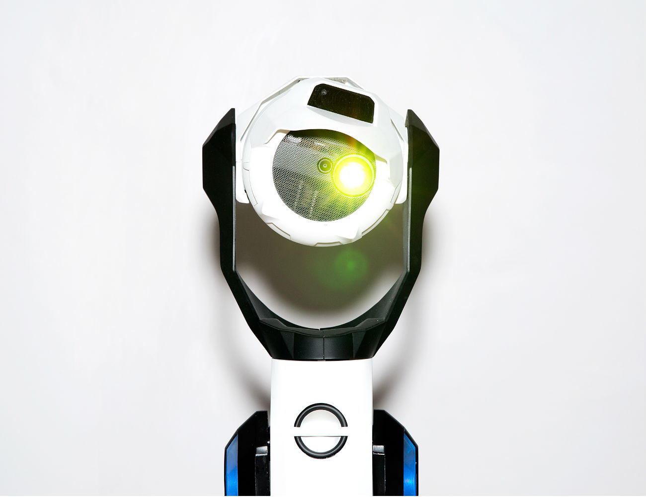Tipron – The Transforming Internet Connected Projection Robot