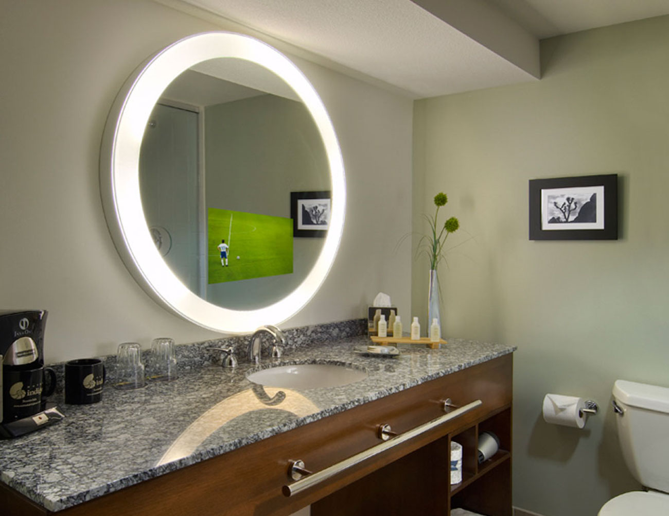trinity-lighted-mirror-tv-1