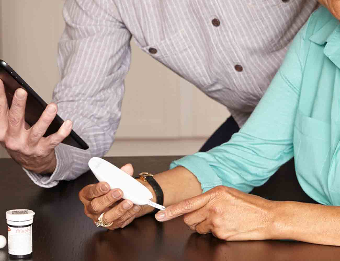 Wireless Smart Gluco-Monitoring System by iHealth Labs