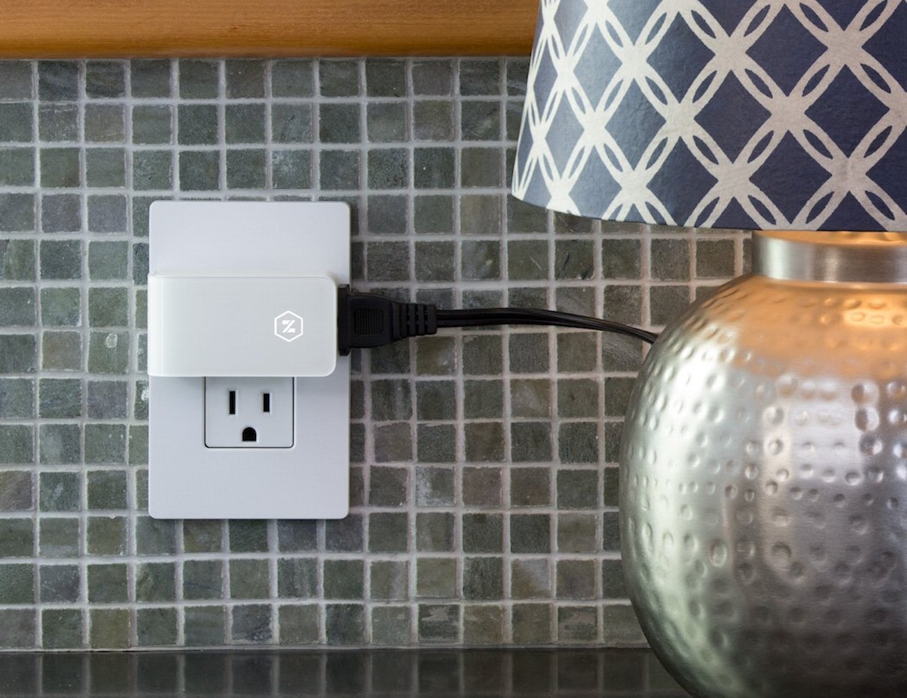 Zuli Smartplug – Smart Outlet Plug for Home Control loading=