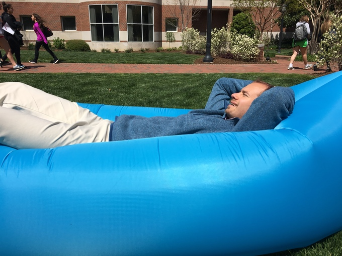 Relax Anytime and Anywhere with the Kozē Inflatable Couch