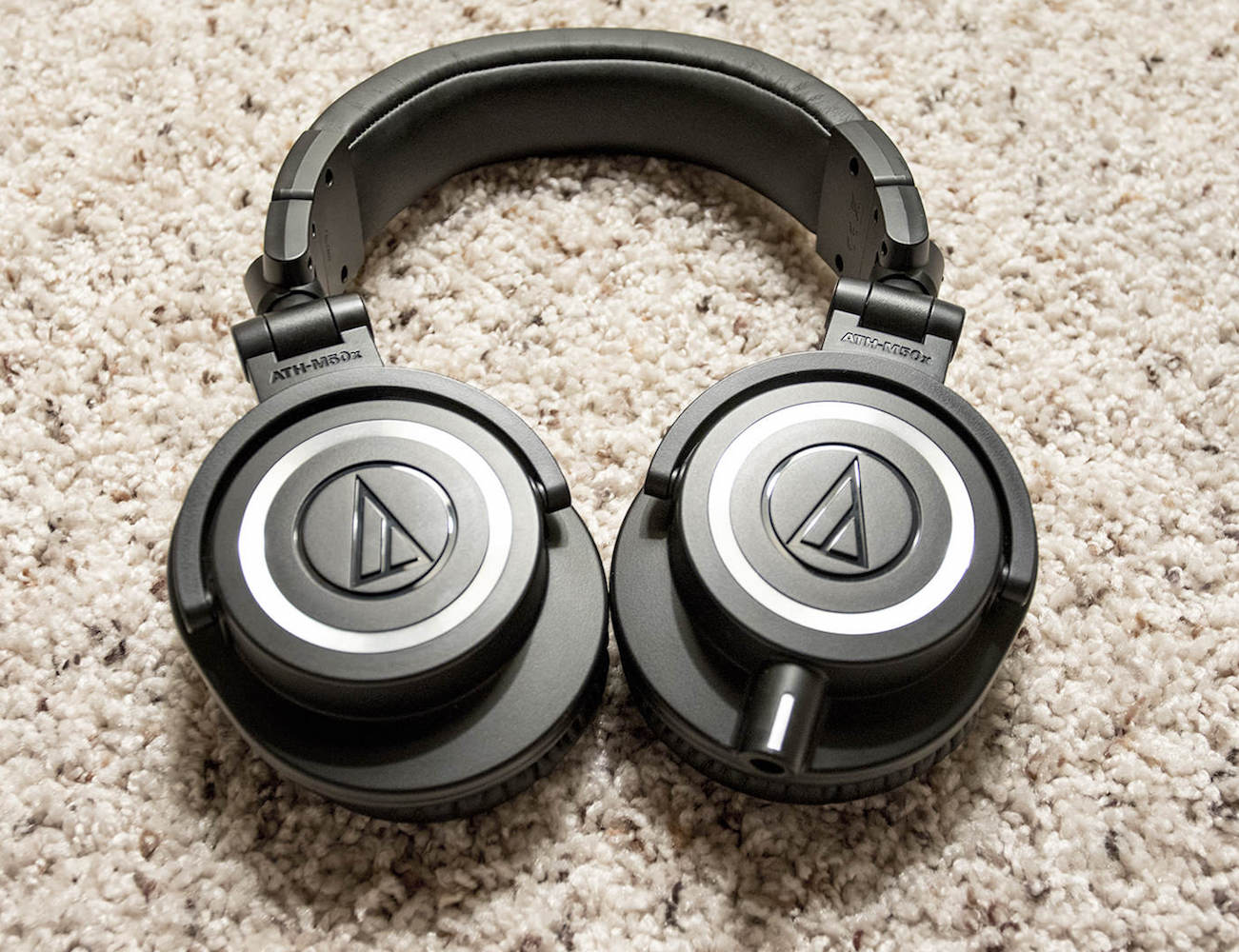 audio-technica-ath-m50x-studio-headphones-02