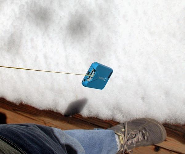 Beeline iPhone Case with Retractable Carabiner