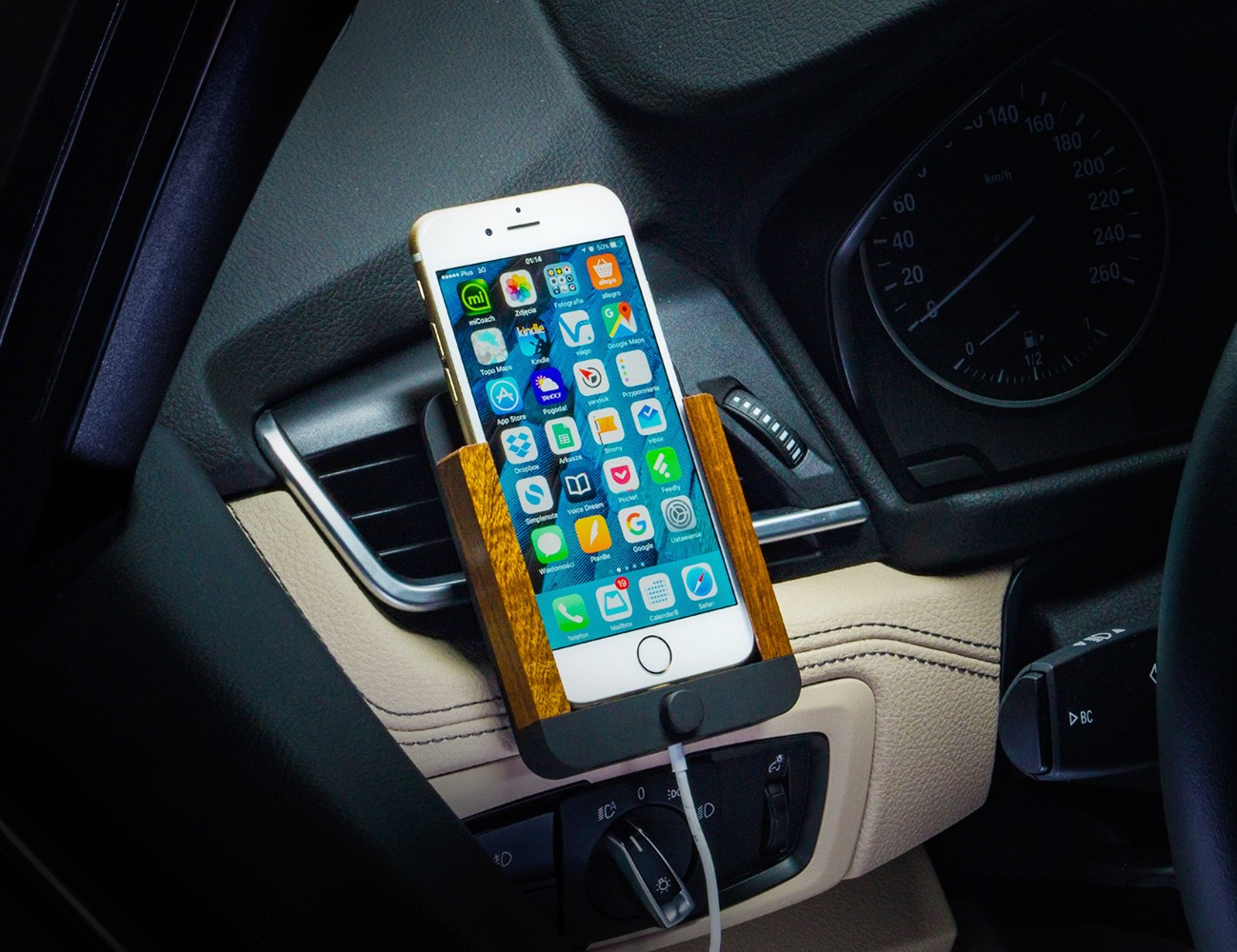 Berrolia – A Next-Gen Car Mount For Your iPhone