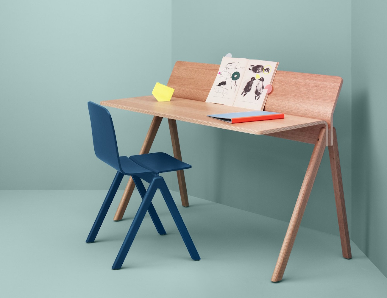Copenhague Molded Plywood Desk
