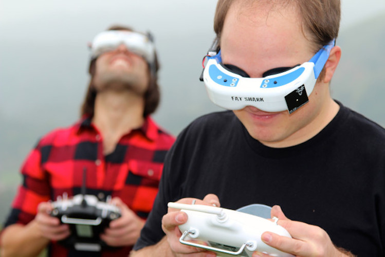 Dominator V3 – The First Person Viewer Drone Goggles