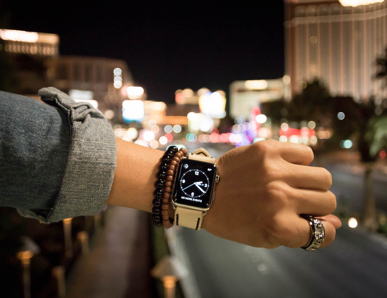 leather-apple-watch-bands-designed-by-you-05