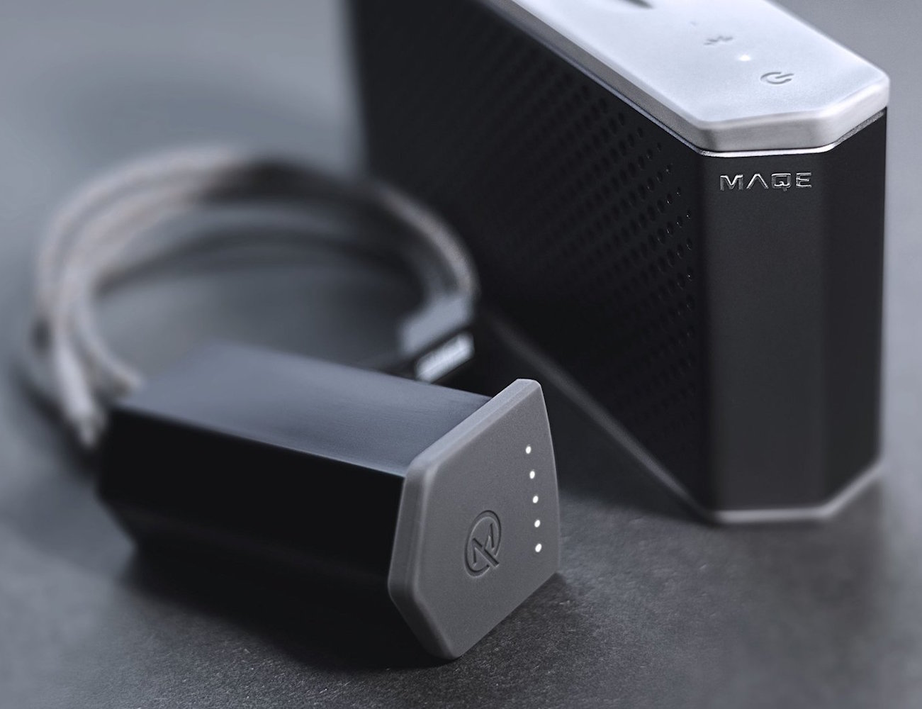 maqe-soundjump-bluetooth-speaker-with-power-bank-02