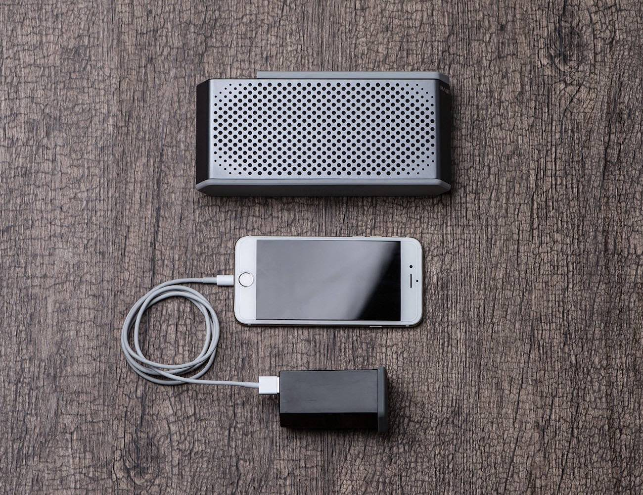 maqe-soundjump-bluetooth-speaker-with-power-bank-03