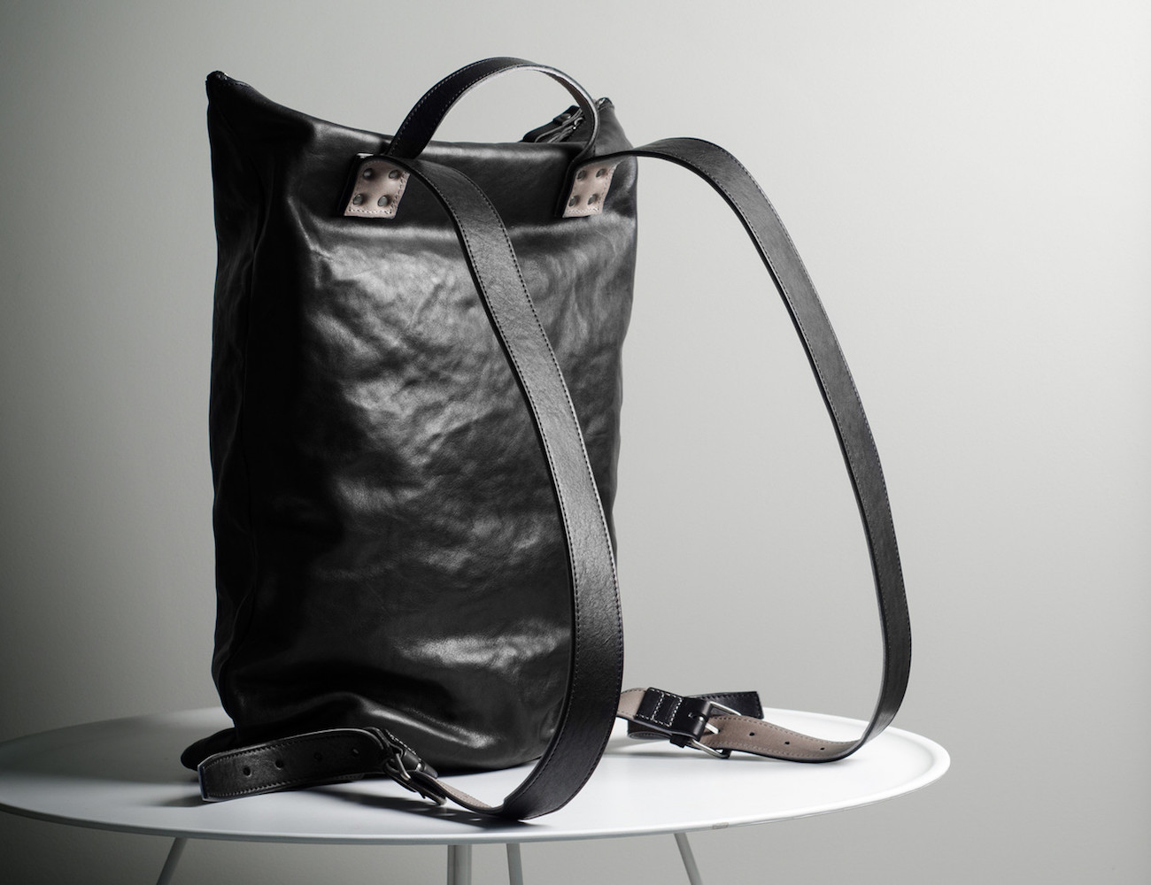 Outsider Backpack / Coal By Hard Graft