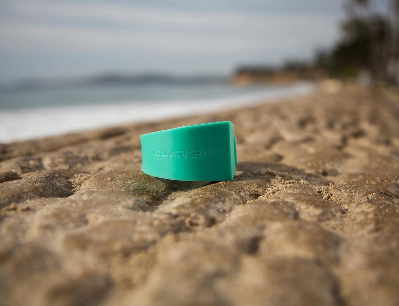 sharkbanz-shark-deterrent-wristband-by-mano-02