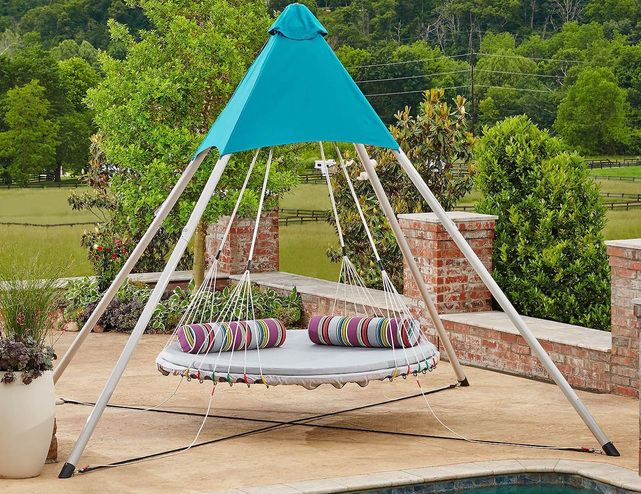 SkyBed – The Suspended Luxury Lounger Swing