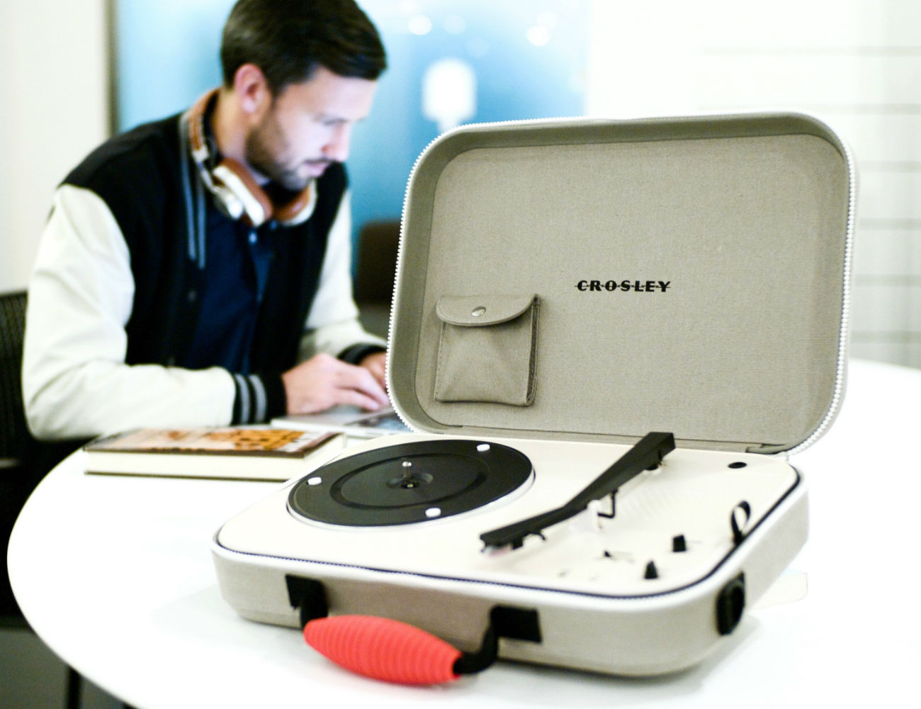 Crosley+CR8016+Messenger+Turntable