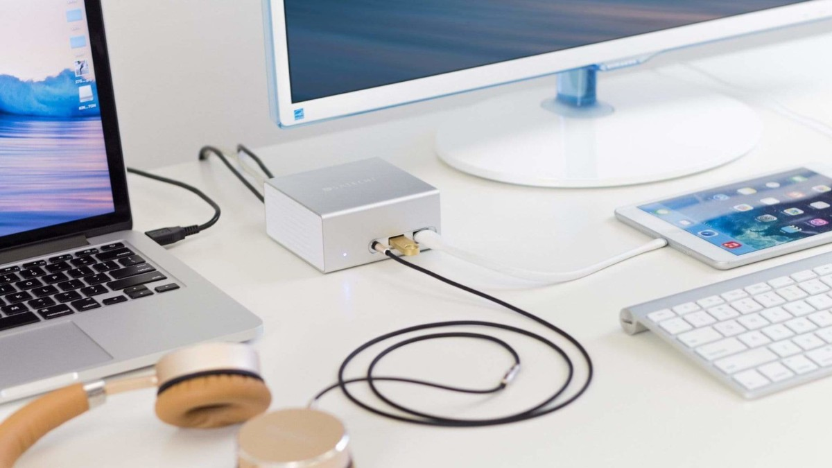 Satechi Aluminum Mini Universal Docking Station gives you all the ports your laptop is missing