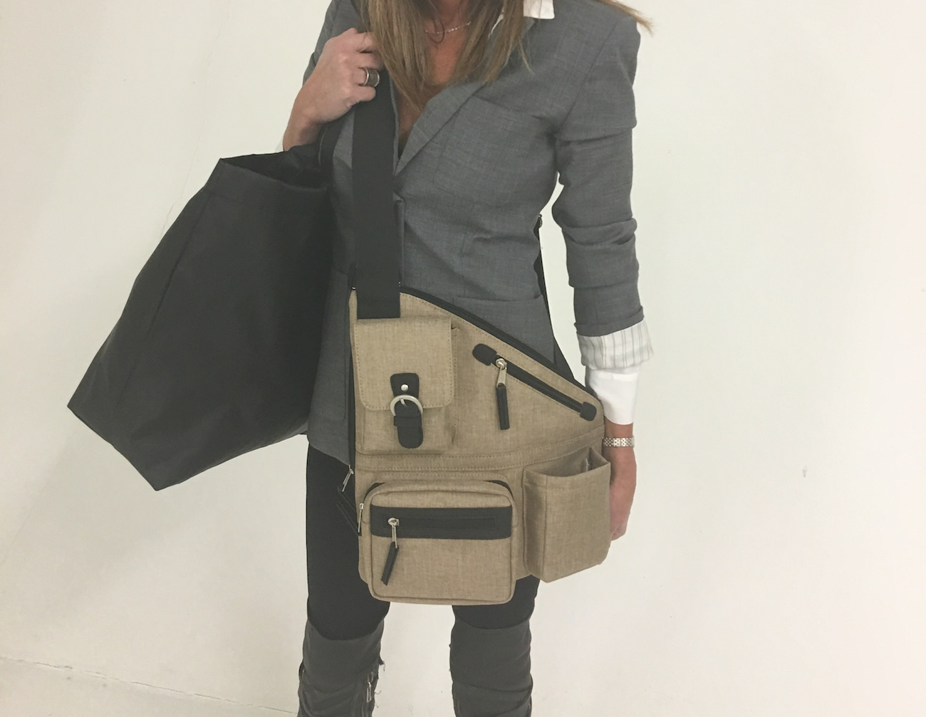 Metro Signature Crossbody Bag – RFID Credit Card Sleeve and Durable Strap