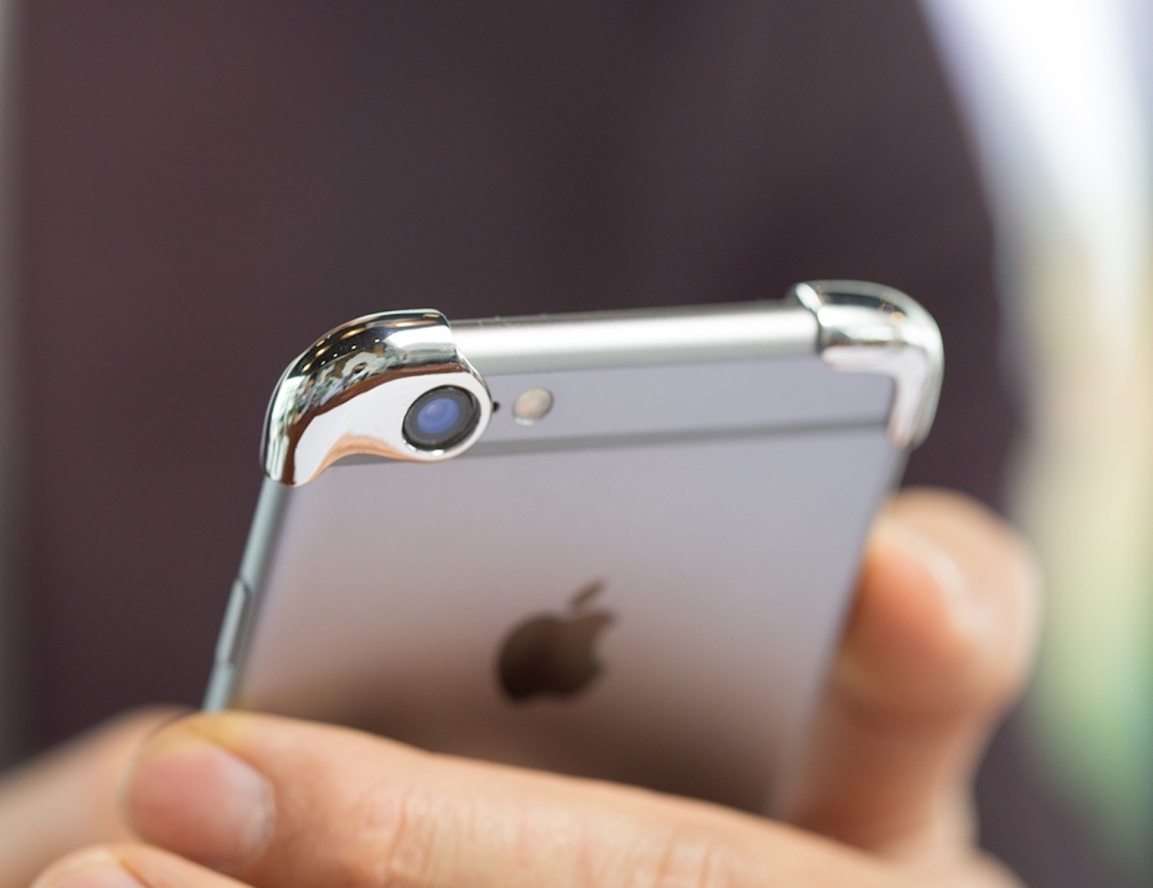 slimmest-iphone-case-made-of-silver-03