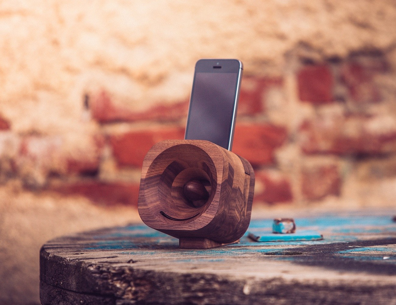 Trobla – The Wooden Amplifier For Your Smartphone
