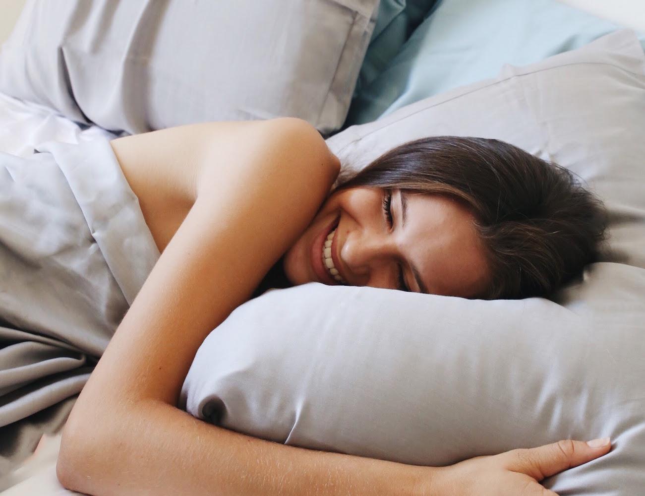 Трахнул красивую сестру пока она спала, У брата и сестры одна комната на двоих - видео ролик 18 фотография