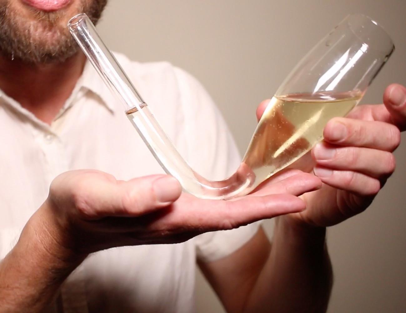 Chambong+%E2%80%93+Enhanced+Champagne+Consumption+Glass