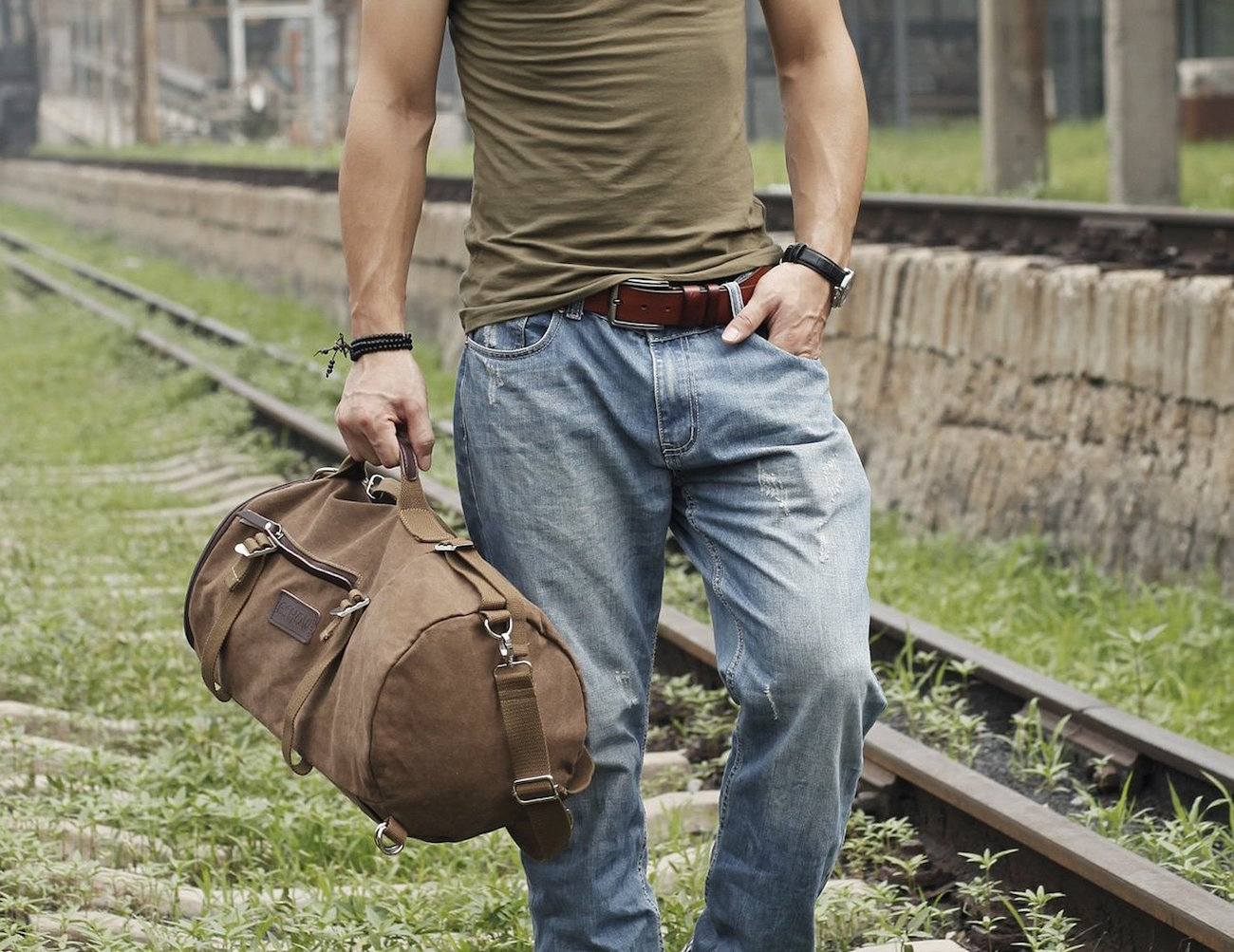 eshow-canvas-travel-duffle-and-backpack-01