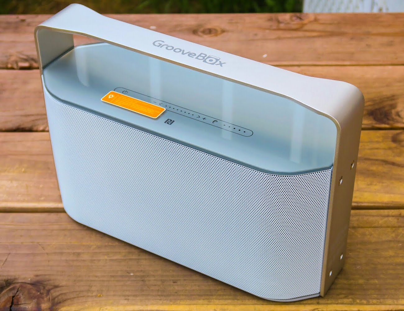 Groovebox bluetooth speaker by igroove gadget flow for Perfect bake bluetooth