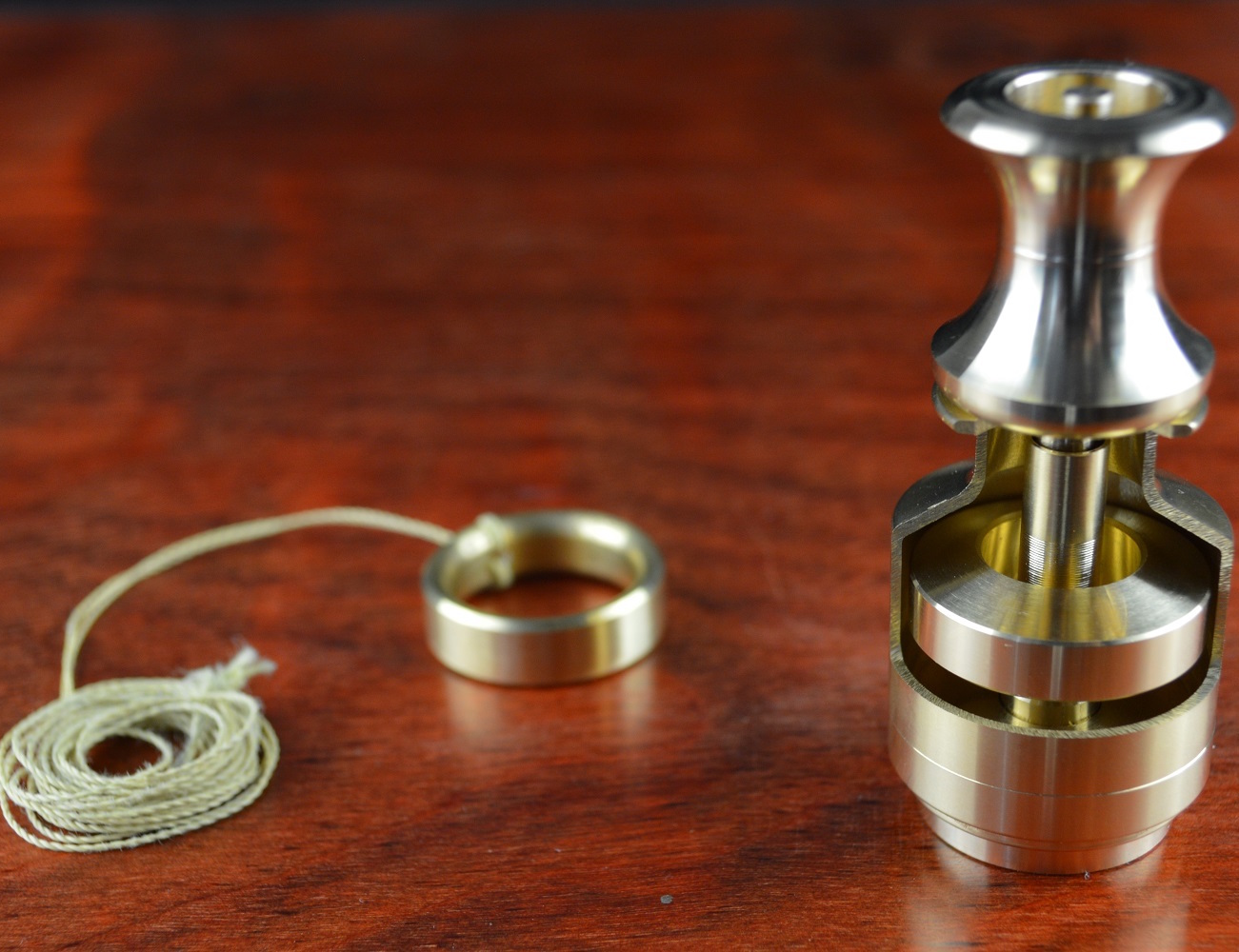 Momentum – World's Fastest Hybrid Spinning Top Gyroscope
