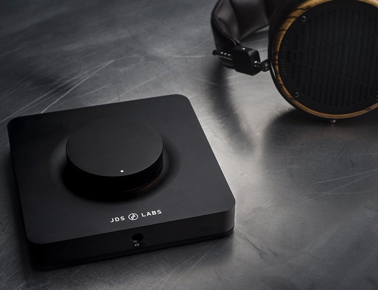 the-element-headphone-amplifier-by-jds-labs-01
