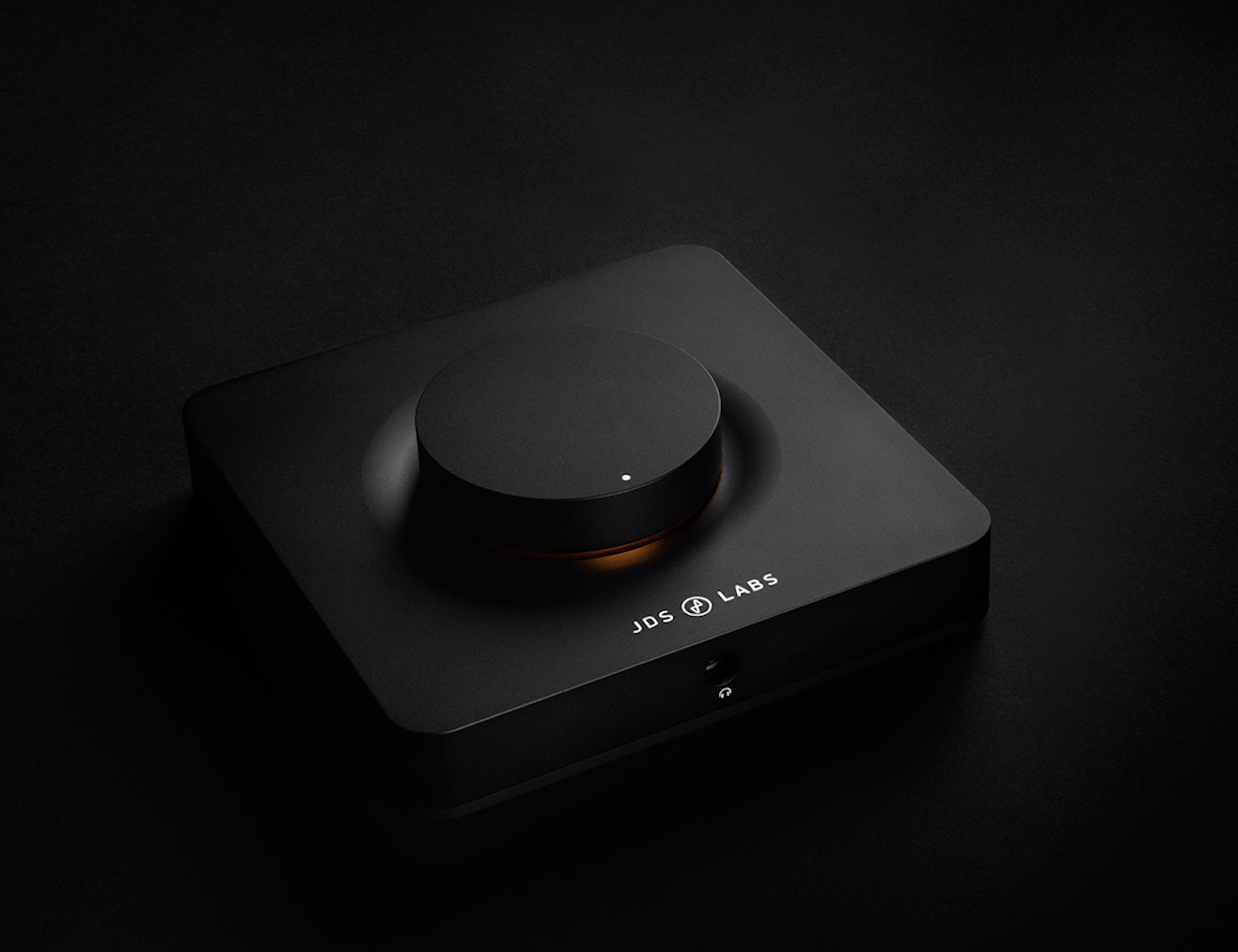 the-element-headphone-amplifier-by-jds-labs-02