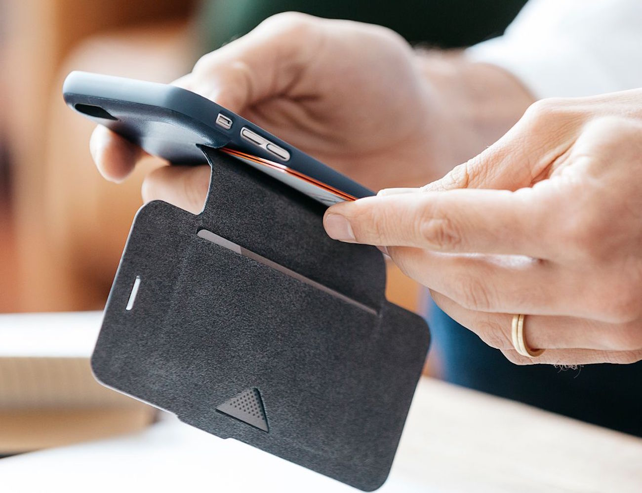 the-phone-wallet-by-bellroy-04