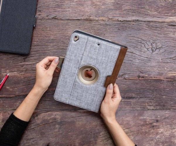 VersaVu Signature 360 Rotating iPad Case by Targus