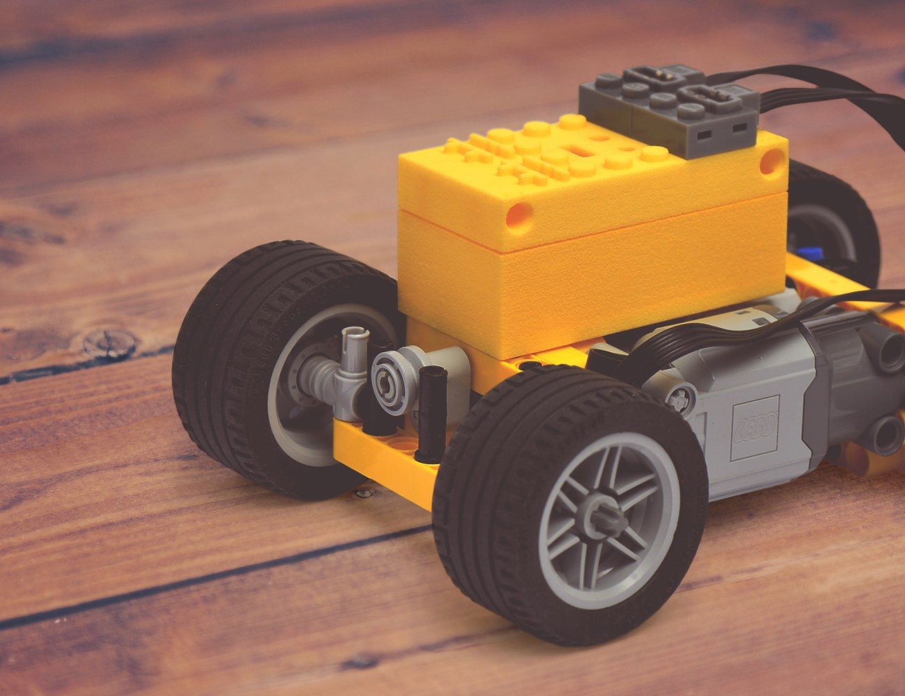 BuWizz – Remote Control and Battery for LEGO® Models