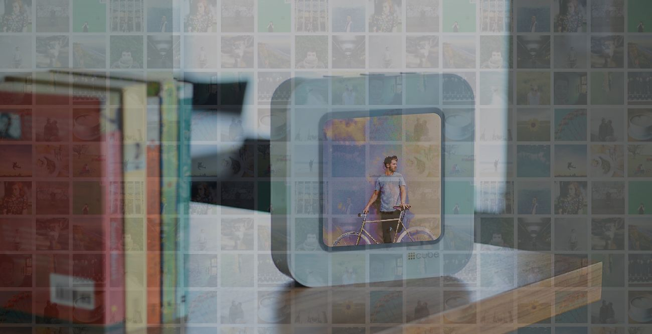 CUBE Streaming Display Frame for Social Media