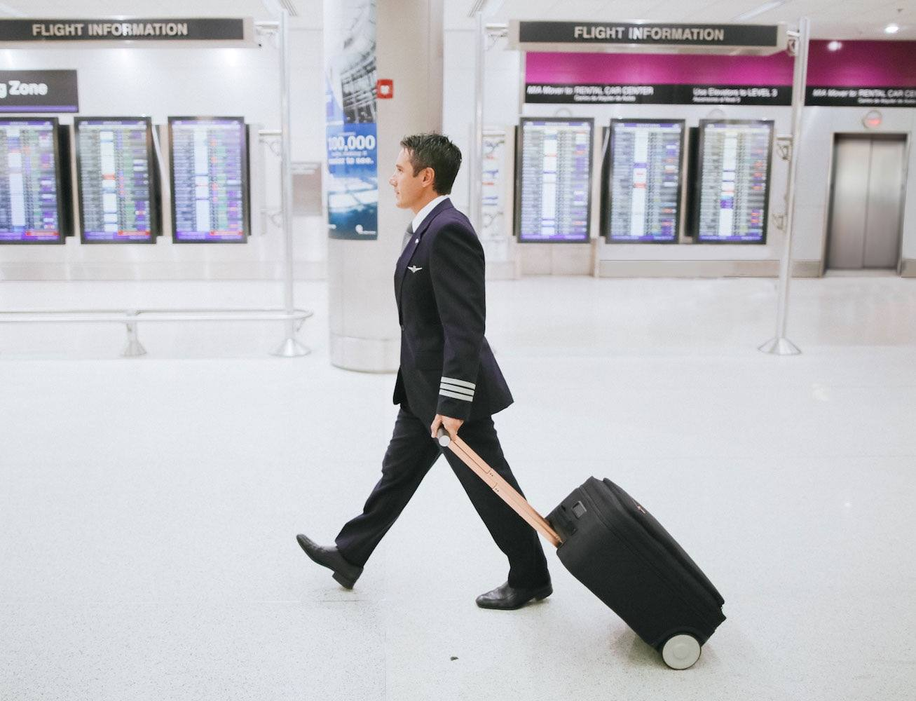 Marlon – Connected, Compression Carry-on