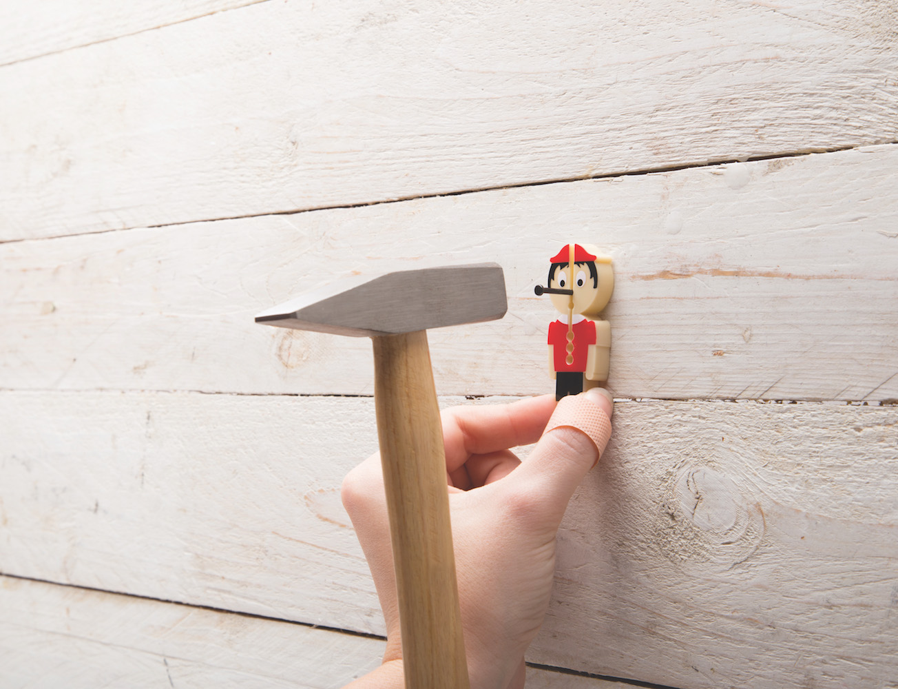 Nail it-Finger Saver